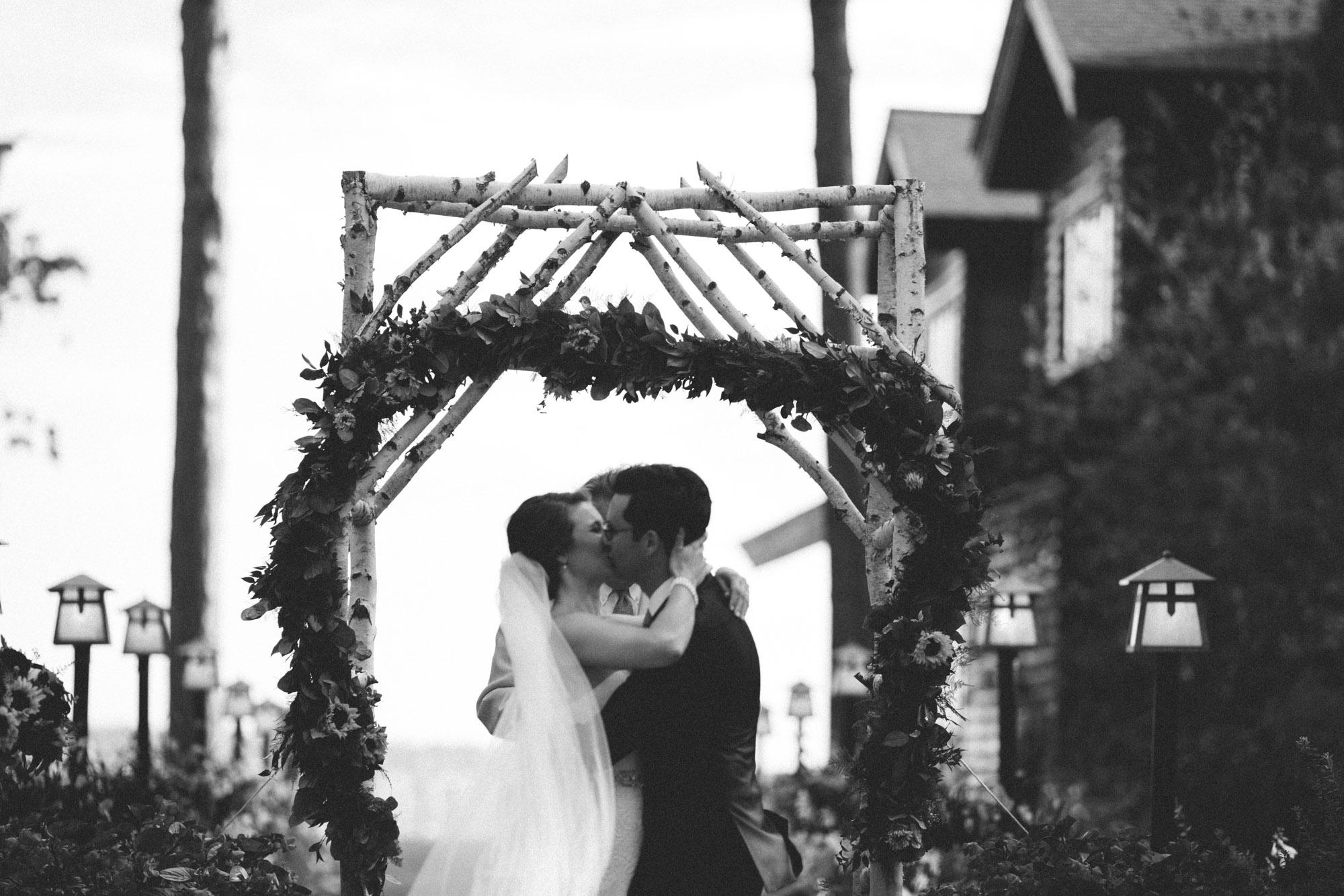 First kiss during wedding ceremony at Grand View Lodge. Photography by Britt DeZeeuw, Brainerd Minnesota artistic photographer