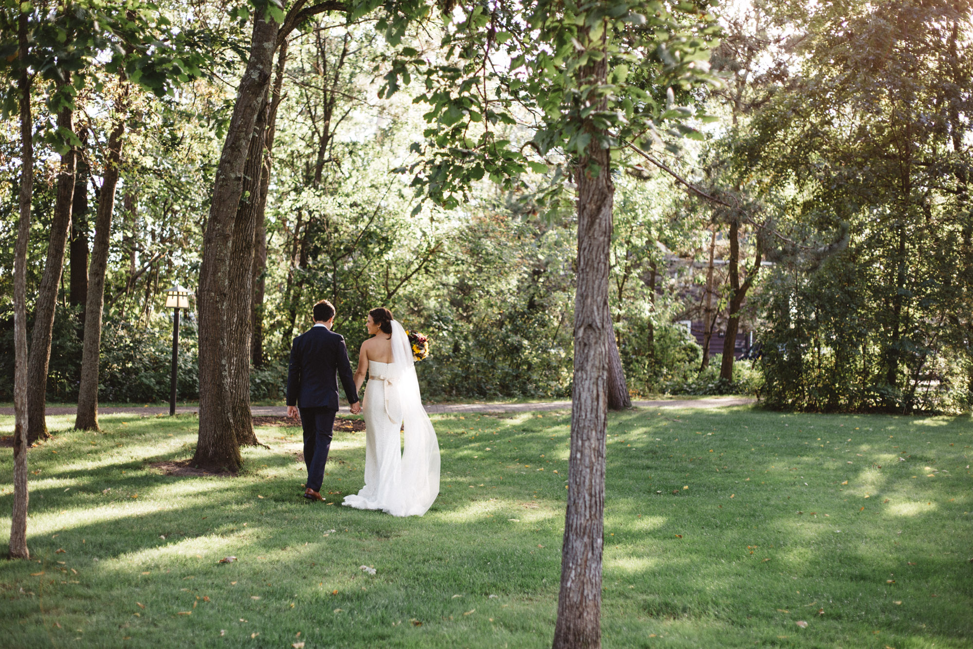Modern wedding portraits at Grand View Lodge, photography by Britt DeZeeuw Brainerd MN photographer