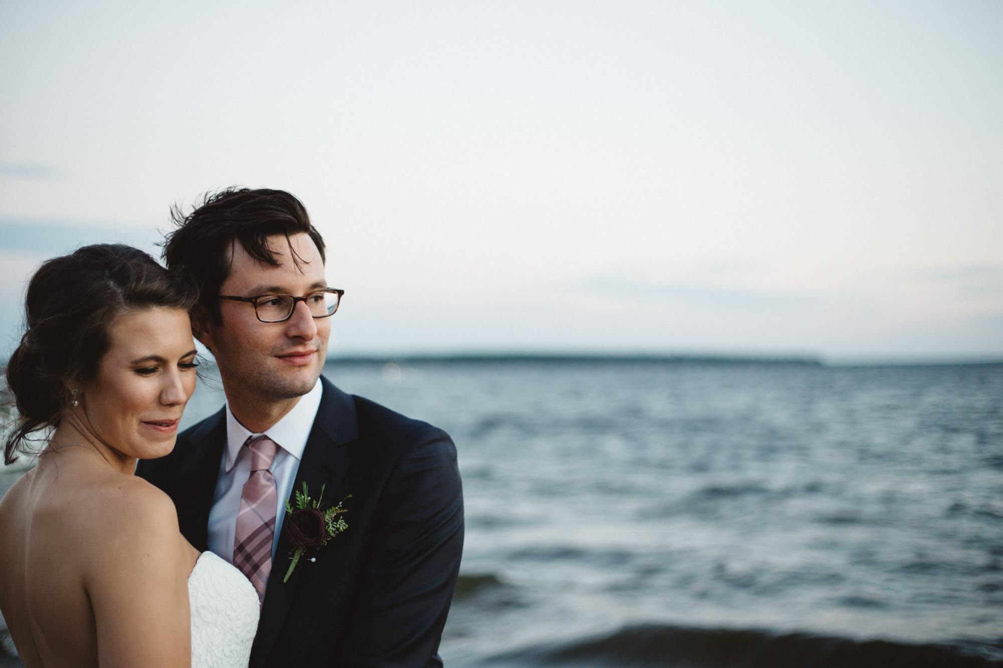 Lake side wedding portraits at Grand View Lodge, photography by Britt DeZeeuw