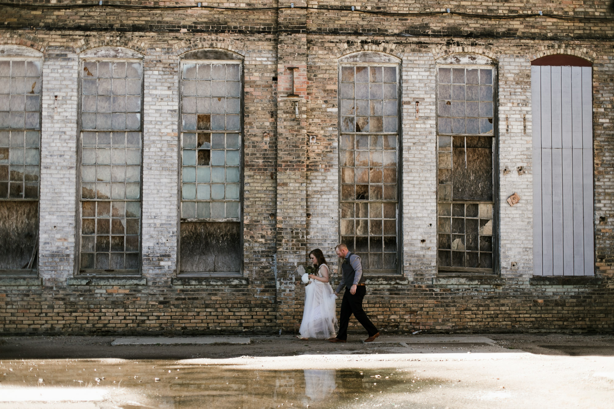 Industrial chic wedding at the NP Event Space, photography by Britt DeZeeuw