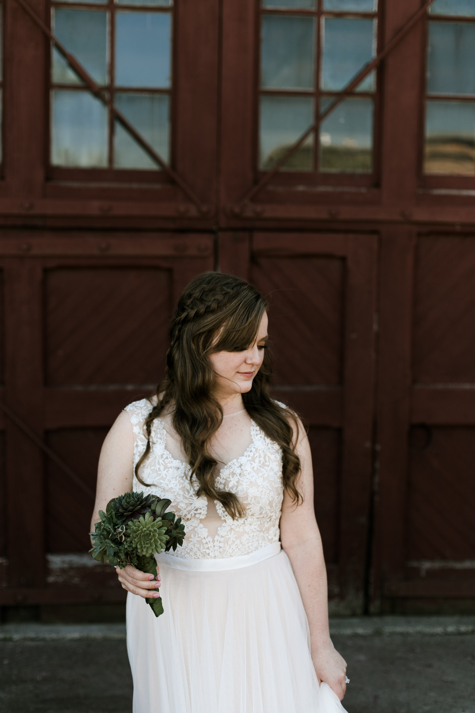 Boho chic wedding at industrial warehouse. Photography by Britt DeZeeuw, NP Event Space photographer.