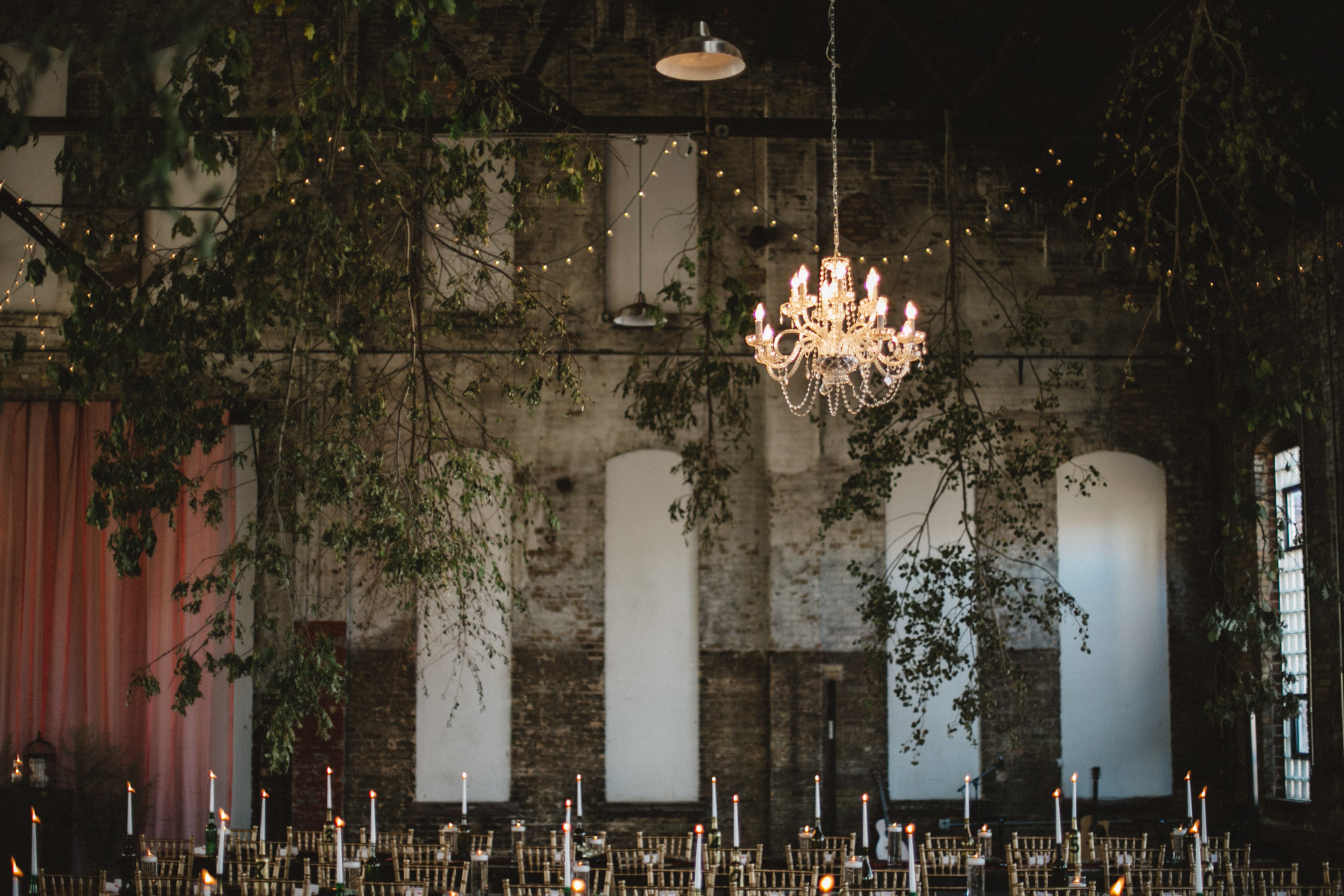 Romantic warehouse wedding at the NP Event Space, photography by Britt DeZeeuw