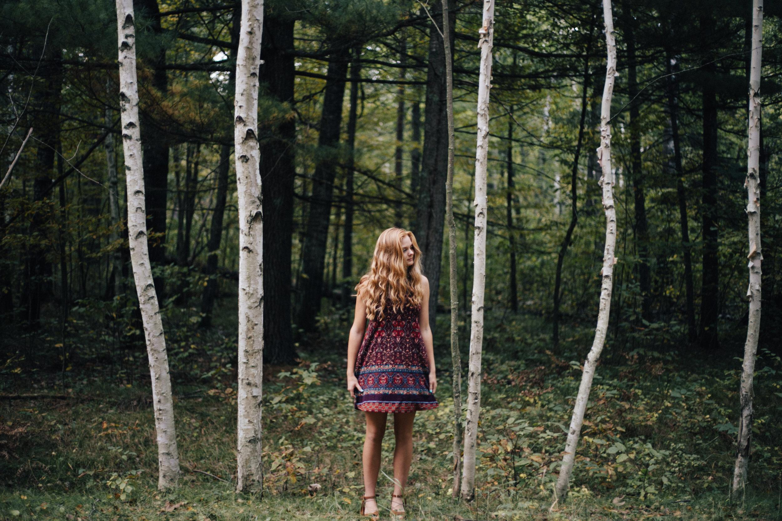 Modern, editorial inspired high school senior photography by Britt DeZeeuw in Brainerd Minnesota