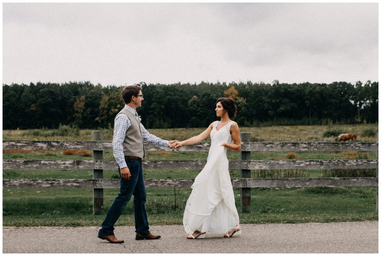 Intimate barn wedding in Brainerd Minnesota photographed by Britt DeZeeuw