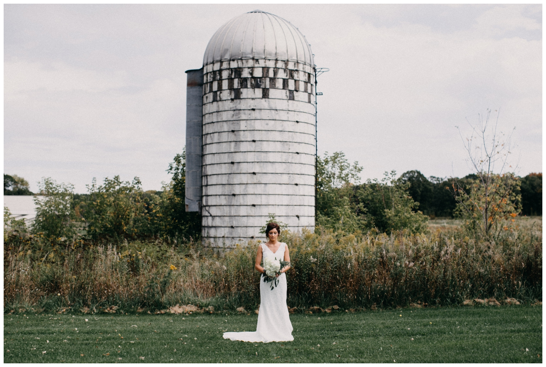 Backyard barn wedding in Brainerd Minnesota photographed by Britt DeZeeuw
