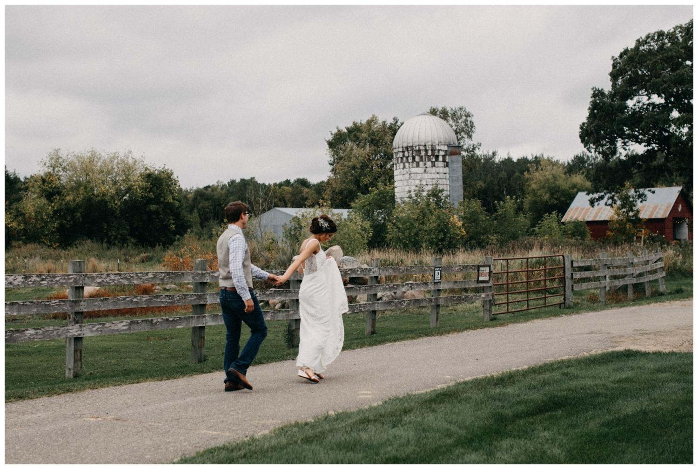 Rustic chic barn wedding in Brainerd Minnesota photographed by Britt DeZeeuw