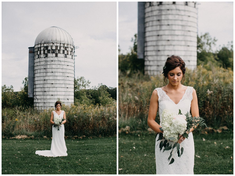 Brainerd Minnesota barn wedding photographed by Britt DeZeeuw