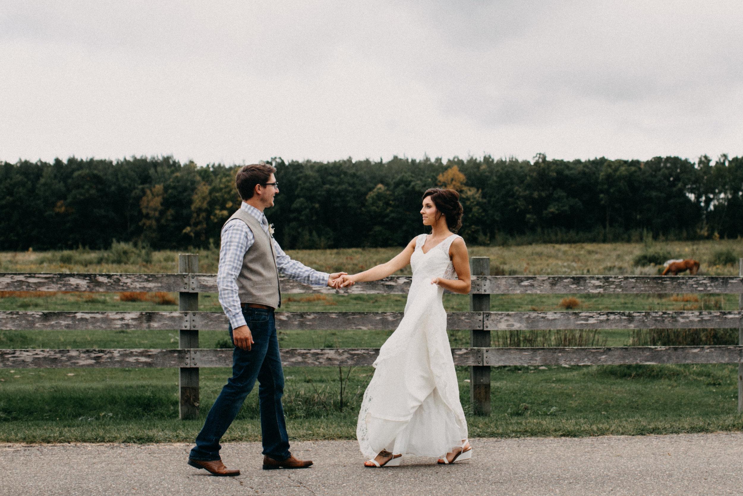 Outdoor barn wedding in Brainerd Minnesota