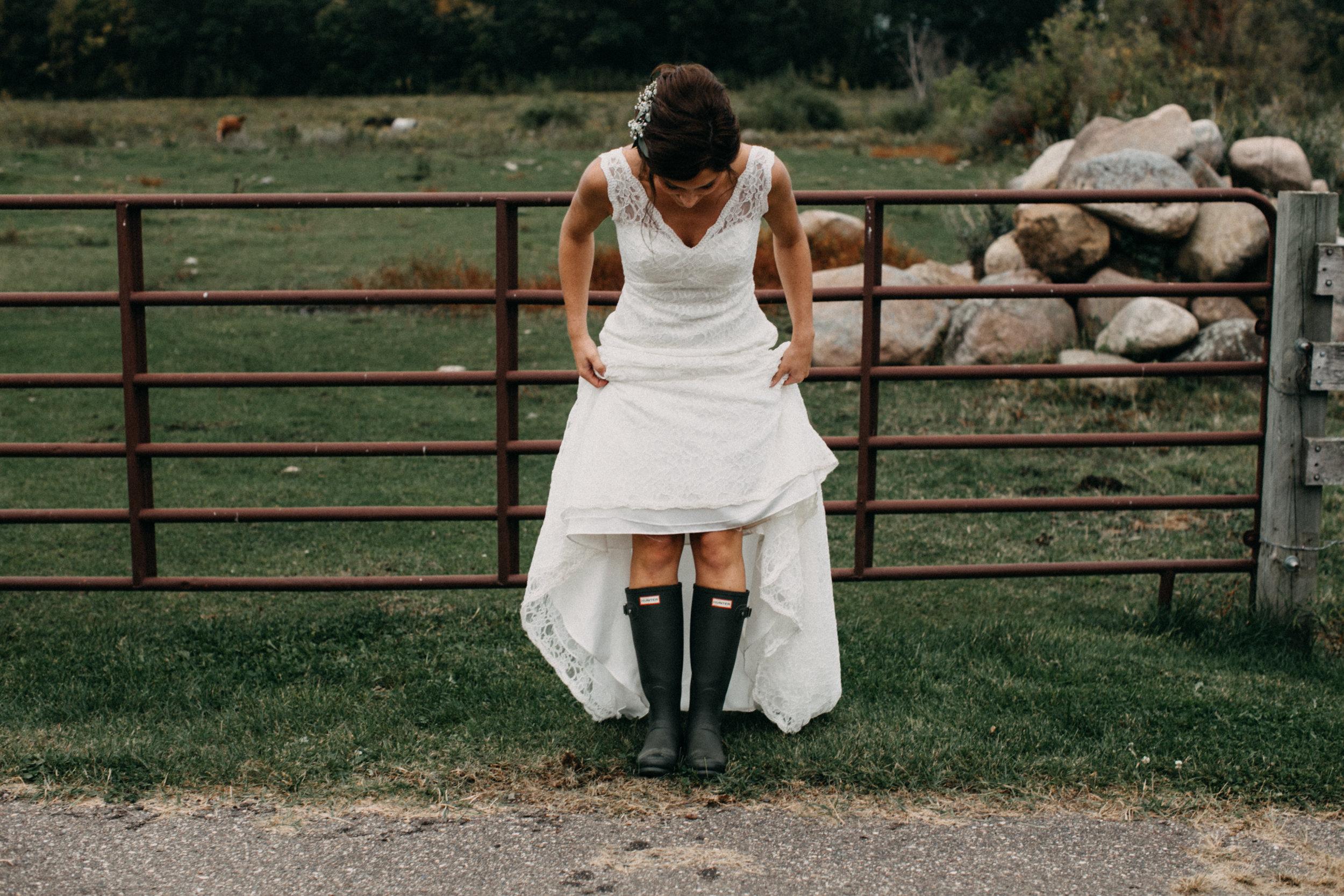 Casual family farm wedding in Brainerd Minnesota