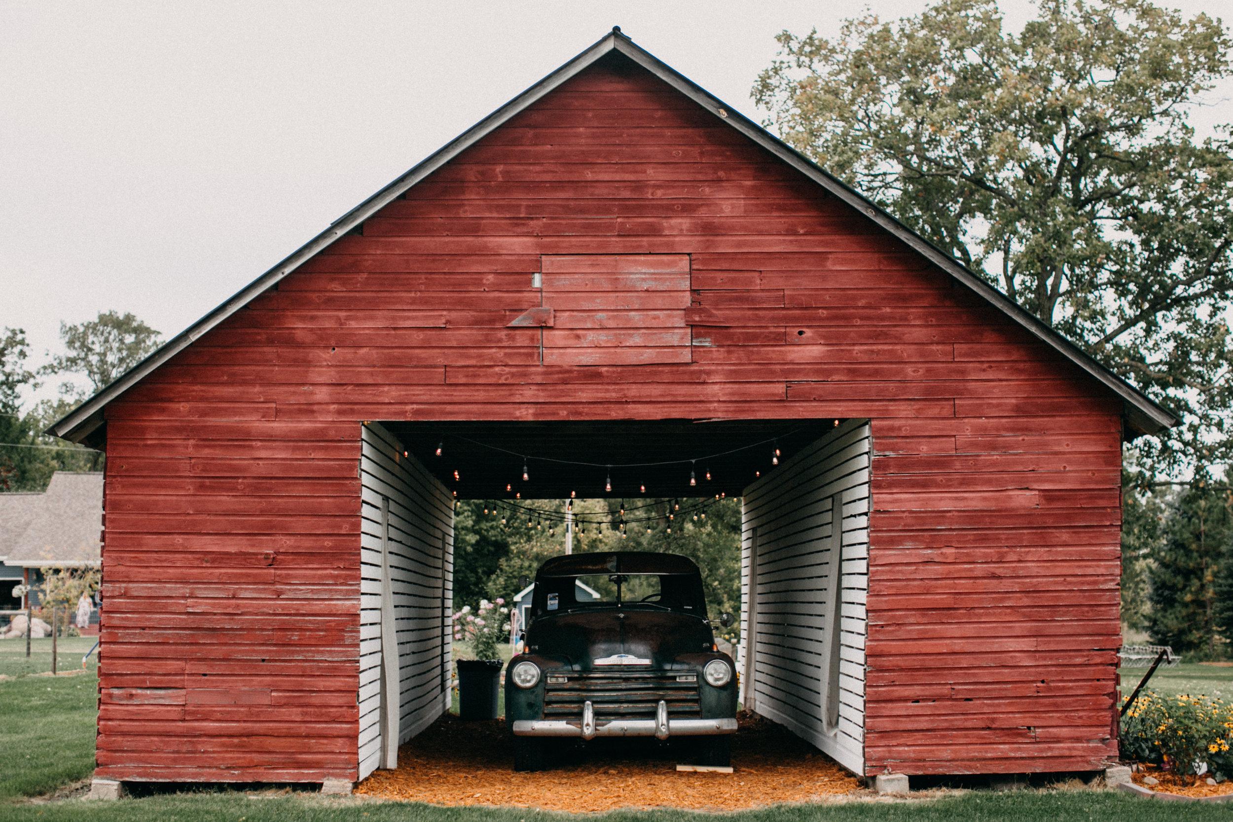 Rustic chic outdoor family farm wedding in Brainerd Minnesota