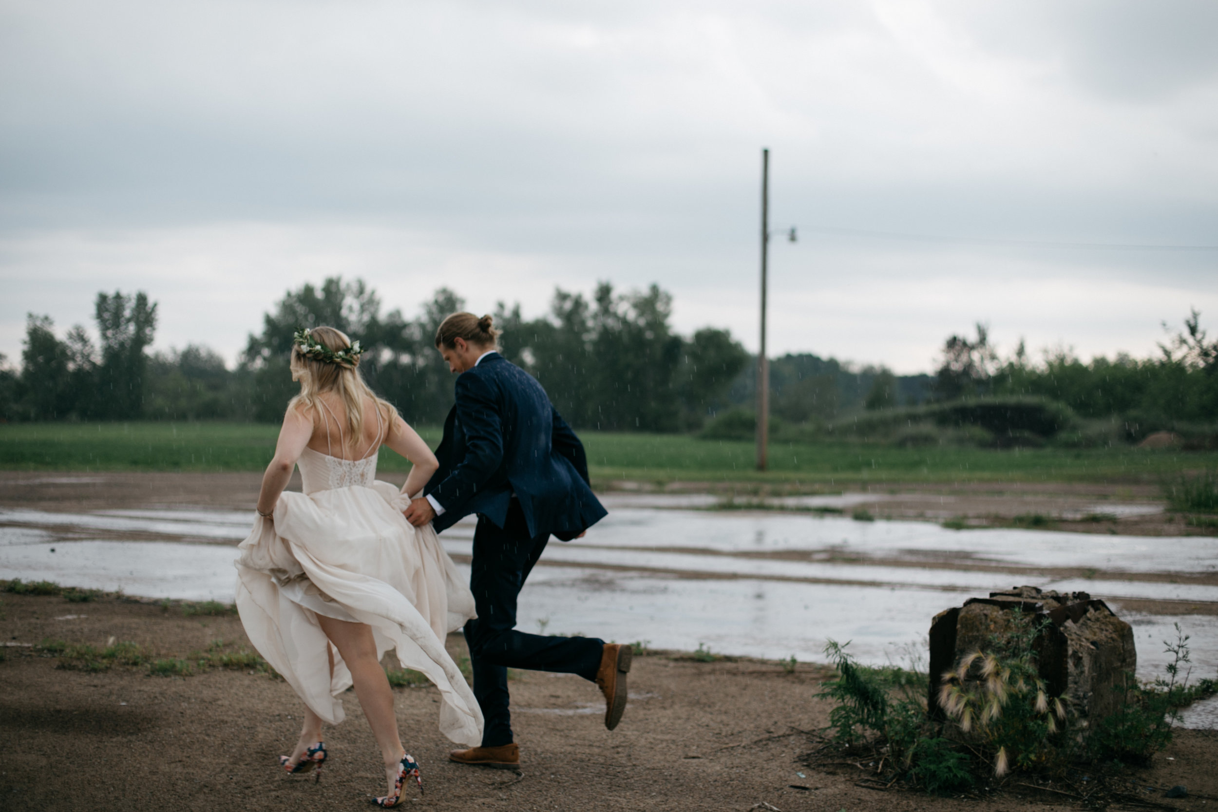 Rainy wedding in June at the NP Event Space photographed by Brainerd Minnesota photographer Britt DeZeeuw