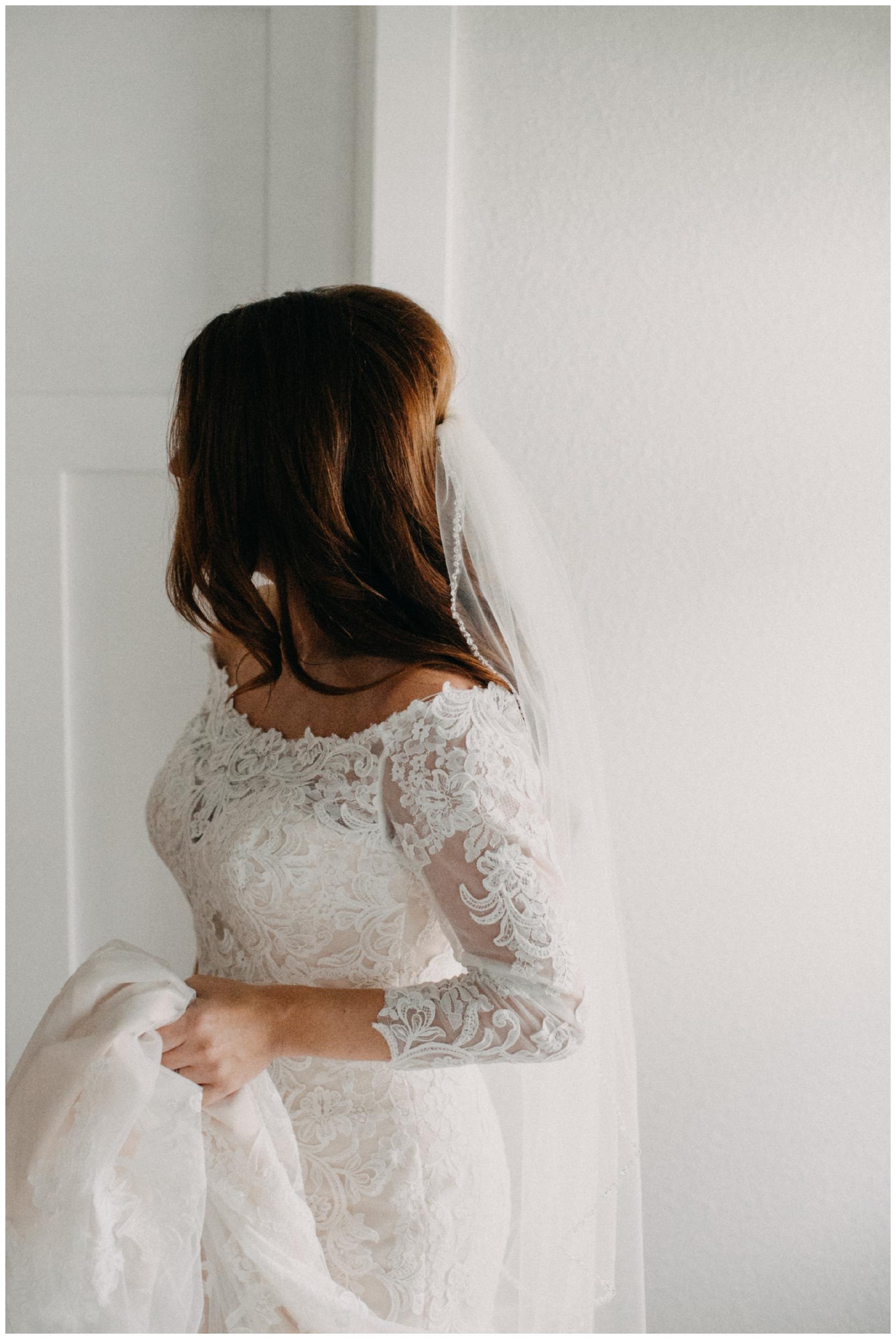 Modern and minimalistic bridal portrait at the Quarterdeck resort on Gull Lake