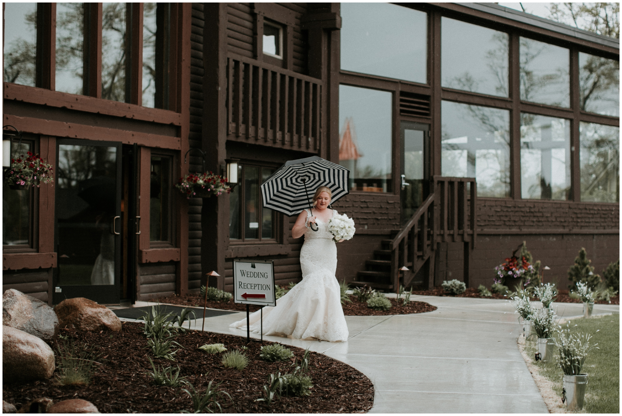 Rainy Minnesota wedding
