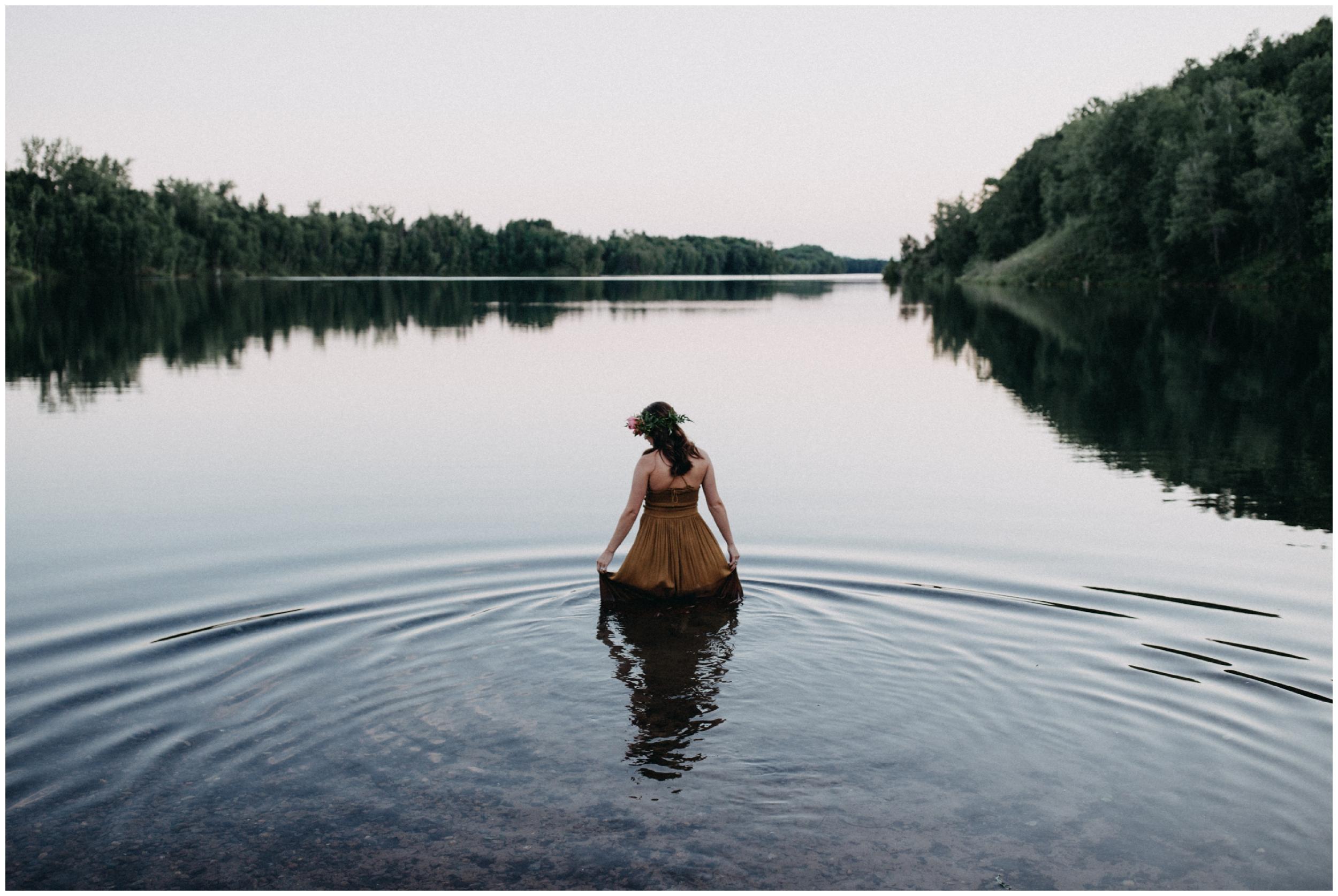 Boho water portrait session by Britt DeZeeuw Brainerd MN photographer