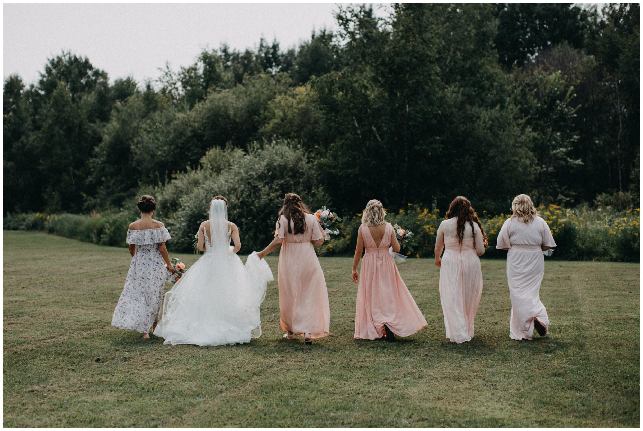 Outdoor summer wedding in Brainerd Minnesota