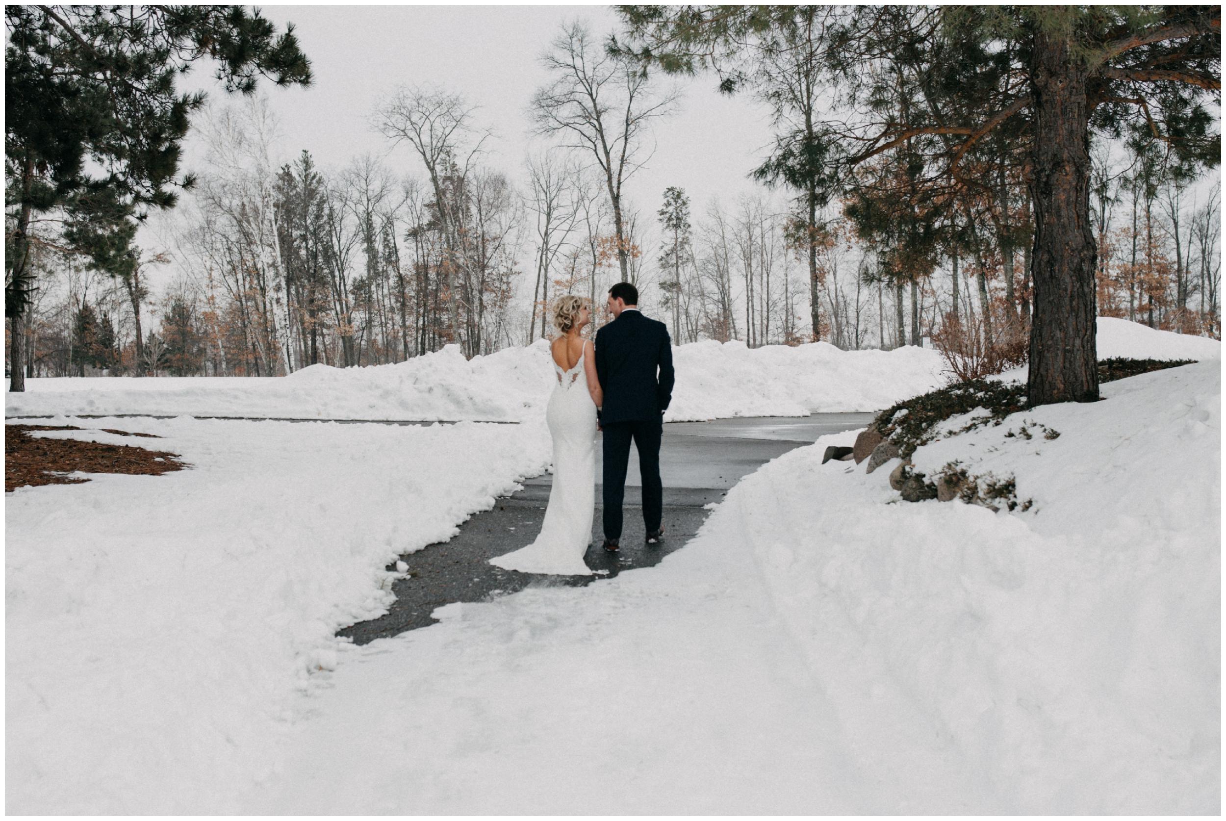Cragun's resort winter wedding by Britt DeZeeuw