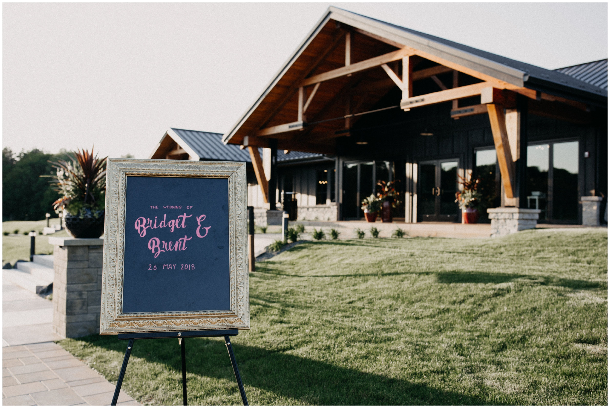 Summer wedding at 7 vines winery in Whitebear Lake Minnesota
