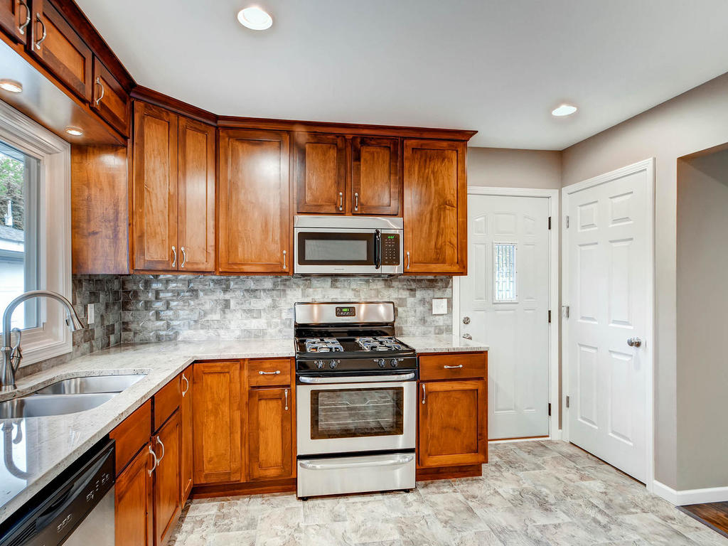 6840 Cain Ave Inver Grove-MLS_Size-011-13-Kitchen-1024x768-72dpi.jpg