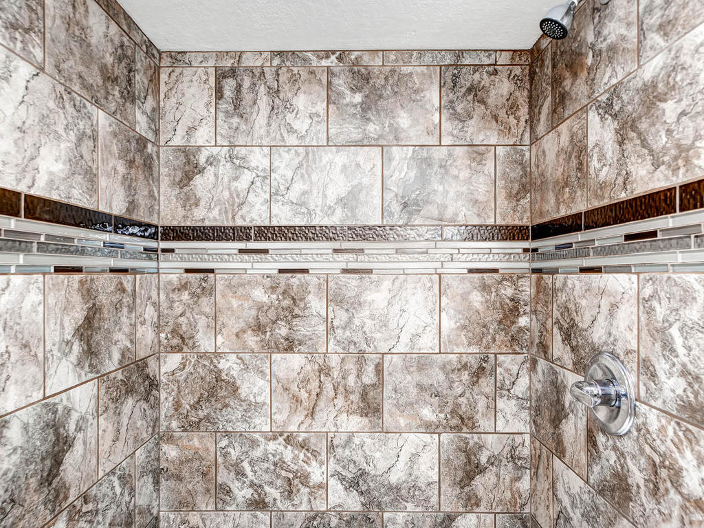 6840 Cain Ave Inver Grove-MLS_Size-023-24-Lower Level Shower-1024x768-72dpi.jpg