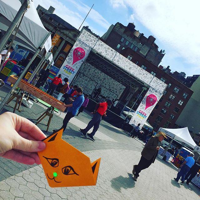 Having a blast making light up origami at the Google geek street fair! #googlegeekstreetfair #geekstreet #steam #stem #girlsintech