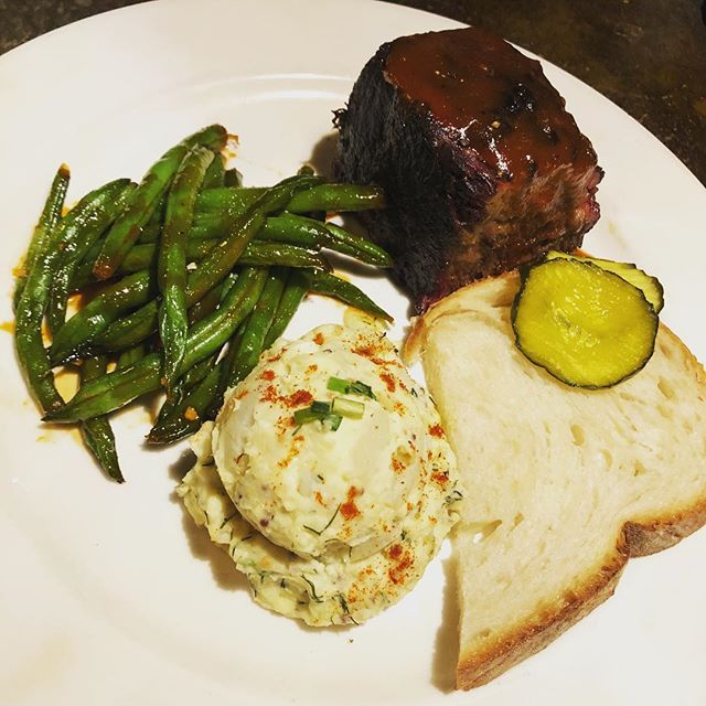 BBQ Thursday! Smoked short rib with bourbon BBQ sauce, blue cheese and dill potato salad, and green beans with chili sauce. 🔥🔥🔥 #bbq #bbqthursday #shortrib #potatosalad #greenbeans #chilisauce