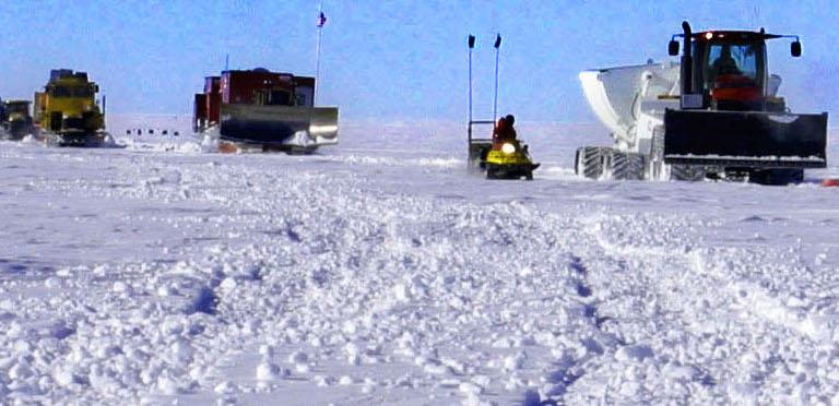 South_Pole_Traverse_June_2006