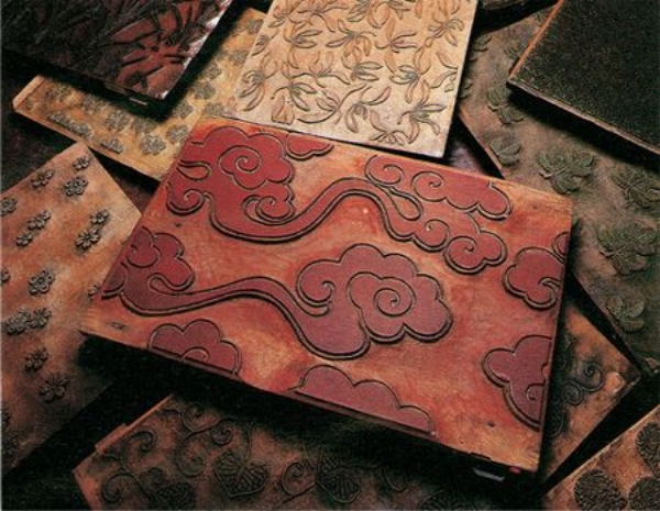 Karakami hand-carved wooden printing blocks. Image from  Design Boom .