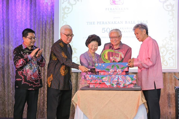 From left: Baba Eng Thai, Baba Peter Wee, Mrs Mary Tan, President Tony Tan Keng Yam and Baba Koh Choon Hui.