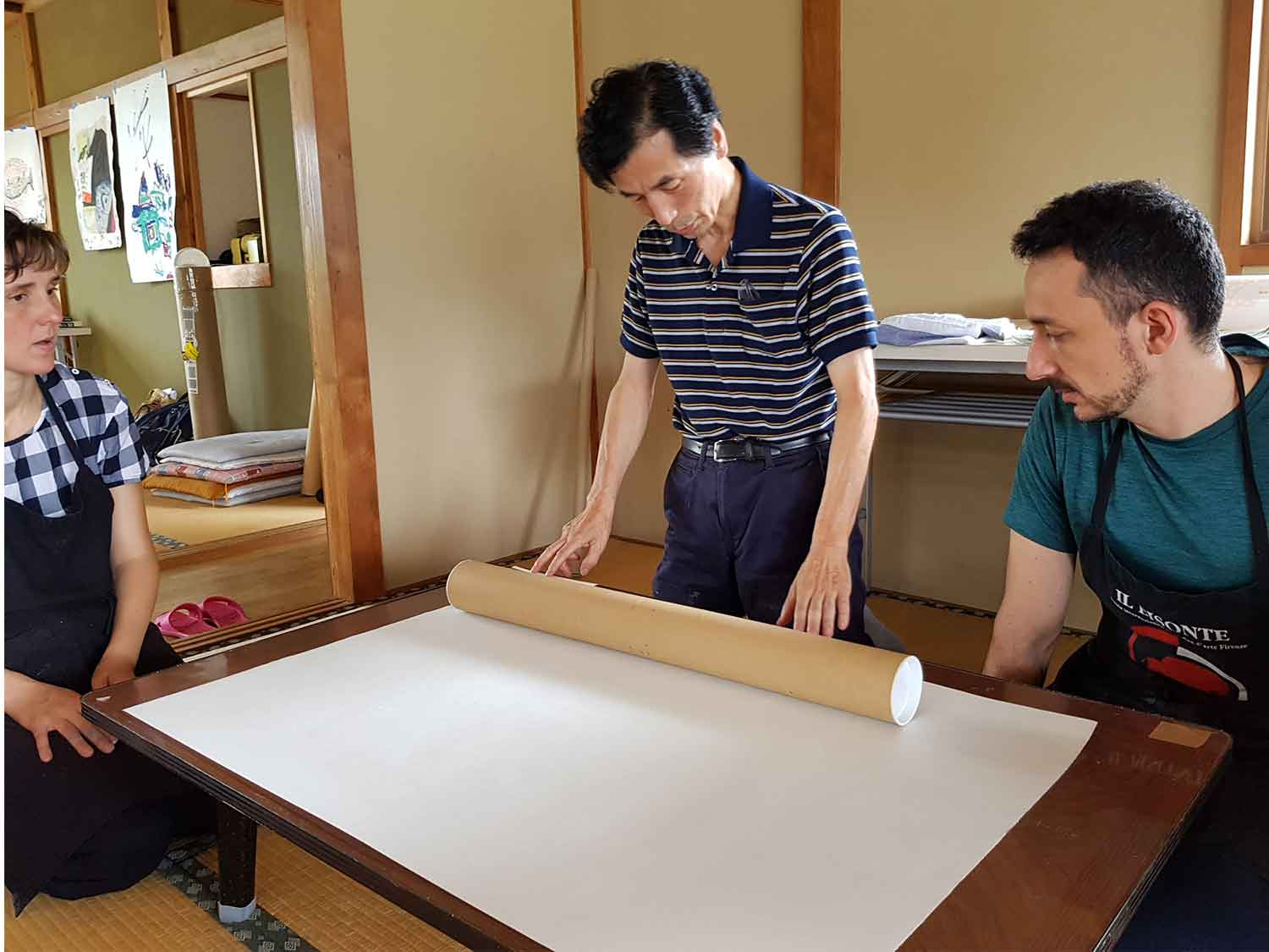 Learning how to handle large paper