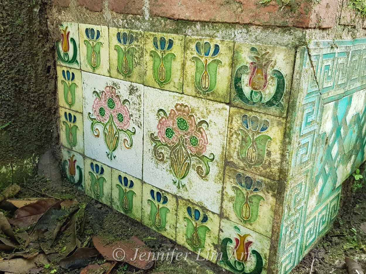 A beautifully decorated tomb at Bukit Brown Cemetery