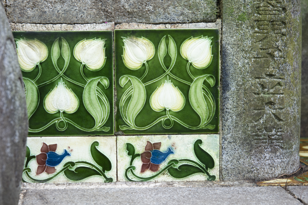 Majolica tiles from a 1910 tomb on Lao Sua Cemetery