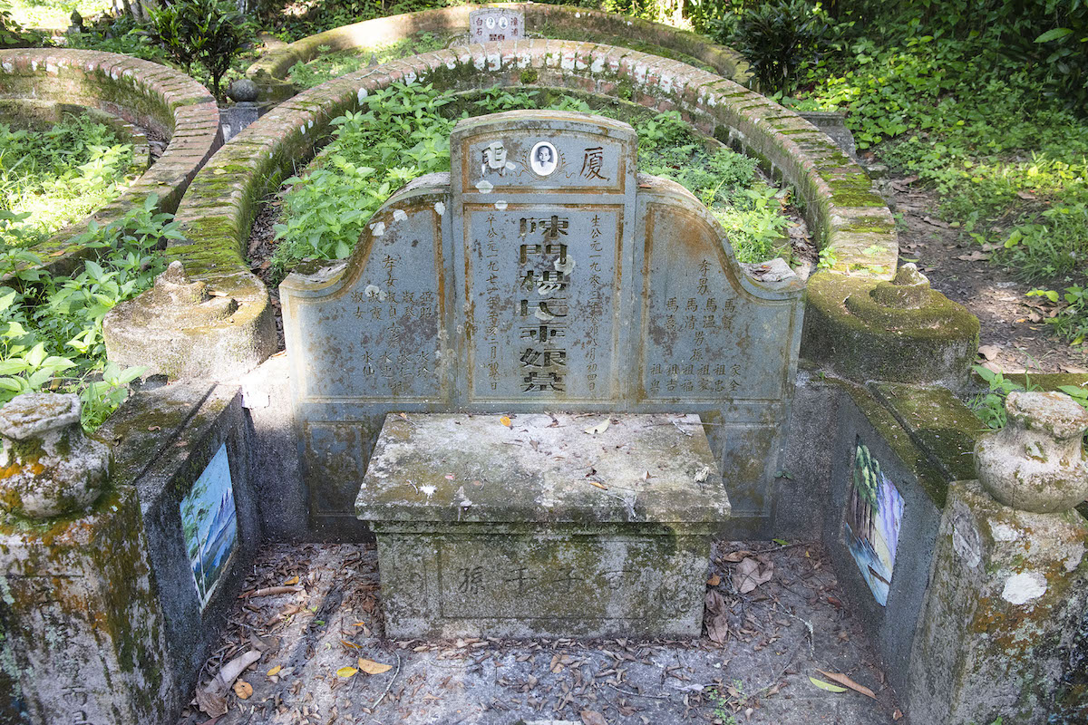 This tomb dates back to 1971
