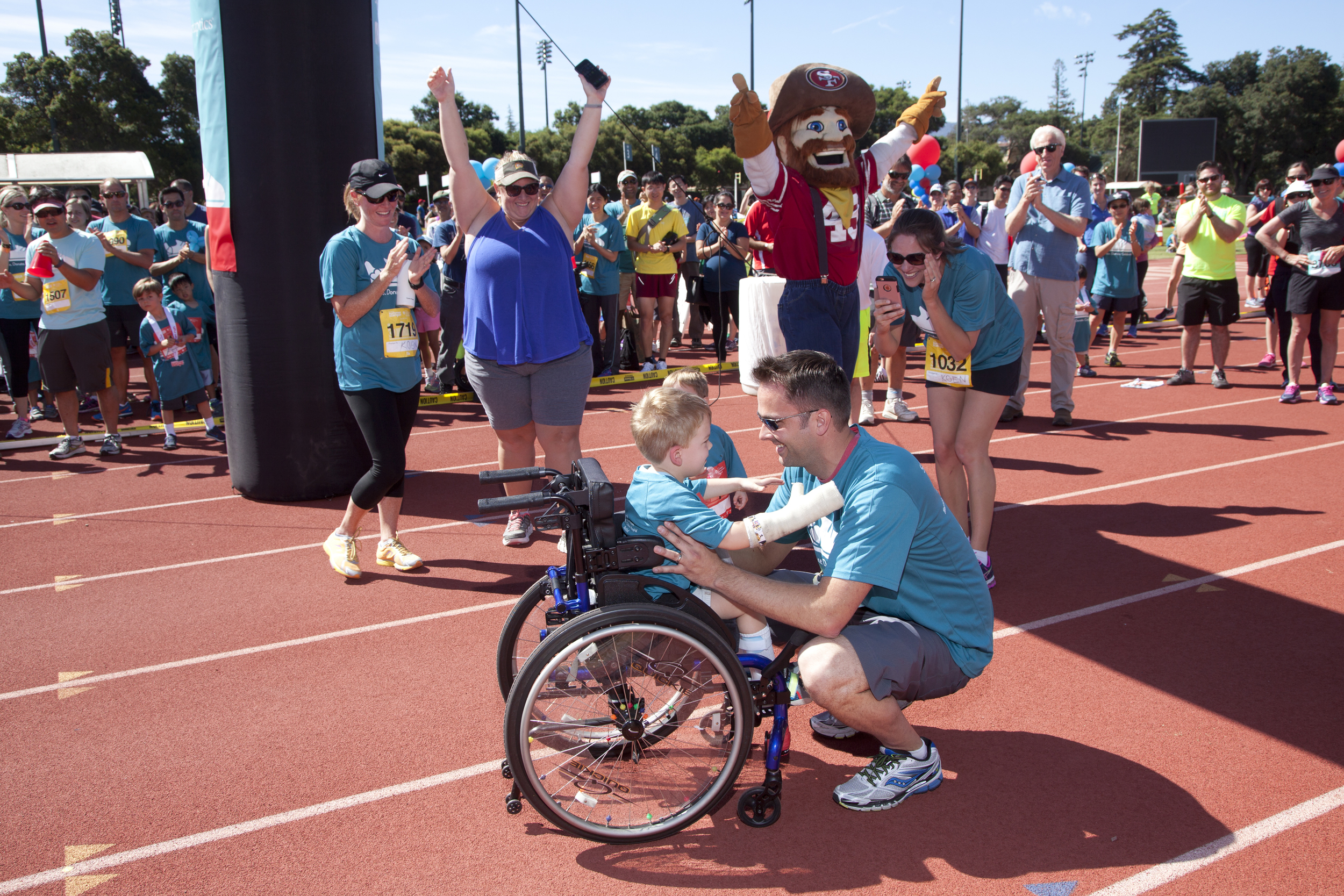 Click to   view and download all   kids' fun run photos .
