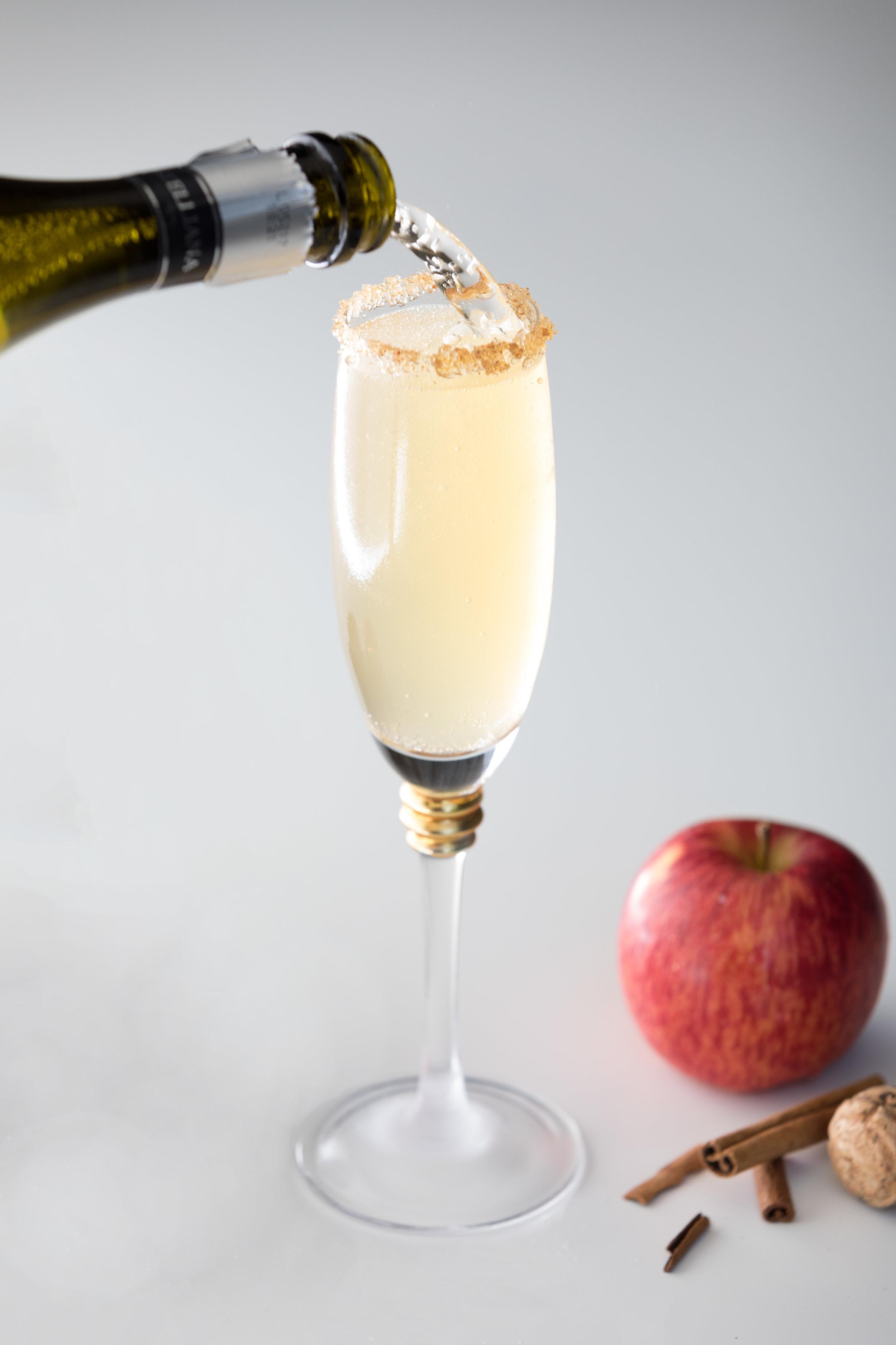 Apple Cider Mimosa with Cinnamon Sugar Rim.jpg