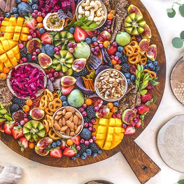Beautiful rainbow #rawvegan party platter 😍🌈 | What are your favorite nibbles to add to a spread? . . . 📸: @raw_manda | #raw #vegan #veganfood #veganspread #plantbased #healthyfood #partyfood #catering #bayarea