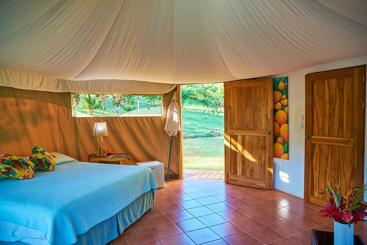 manoas-luxury-camping-glamping-carpas-bedroom.jpg