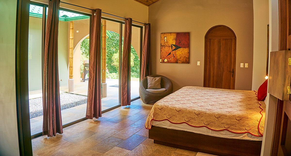 manoas-luxury-villas-casa-rio-master-2.jpg