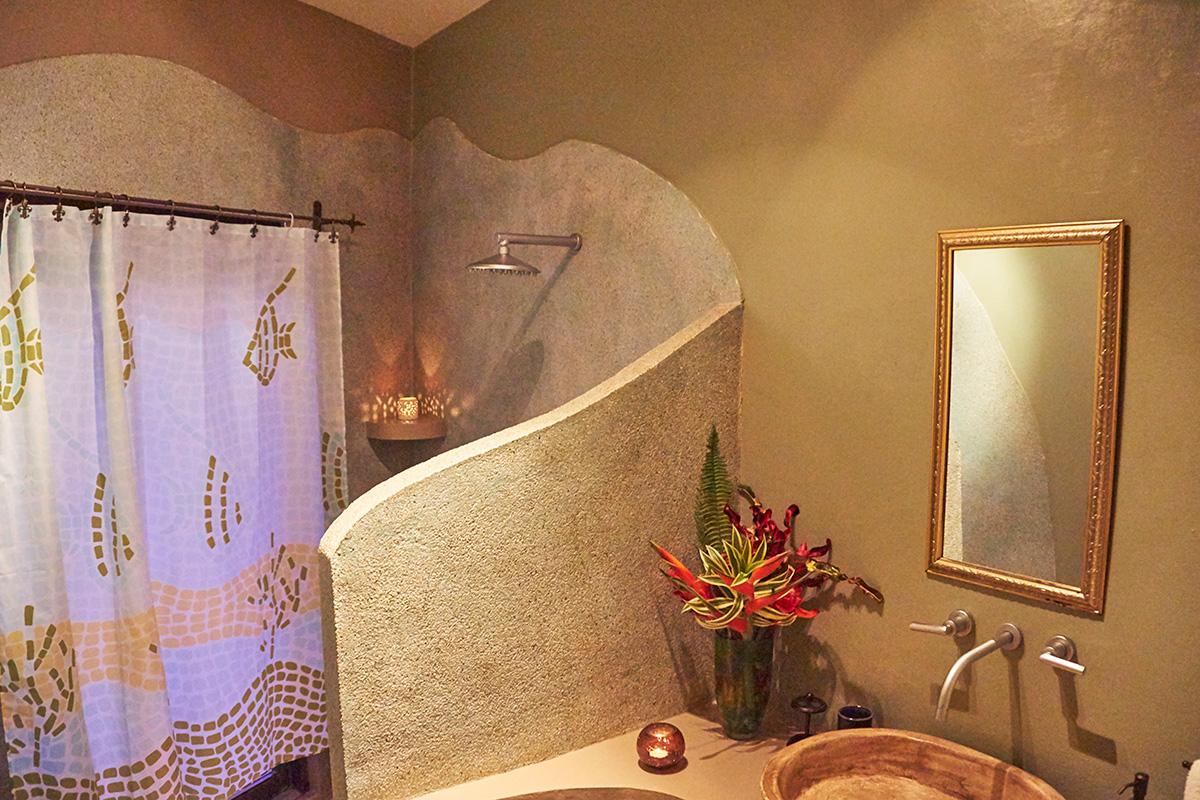 manoas-luxury-villas-casa-heliconia-bathroom-2.jpg