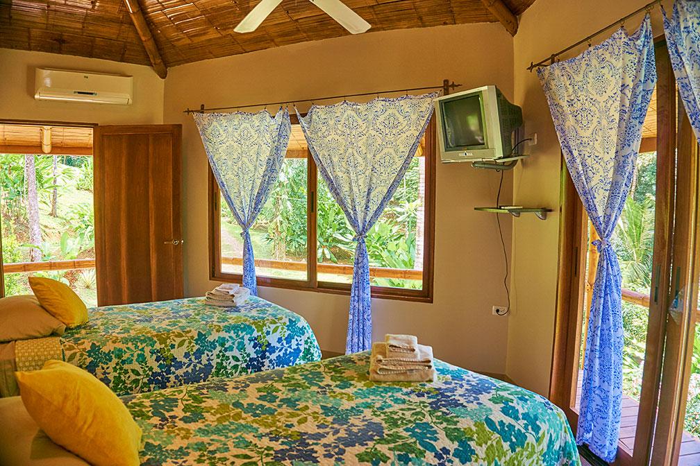 manoas-luxury-villas-casa-heliconia-bedroom.jpg