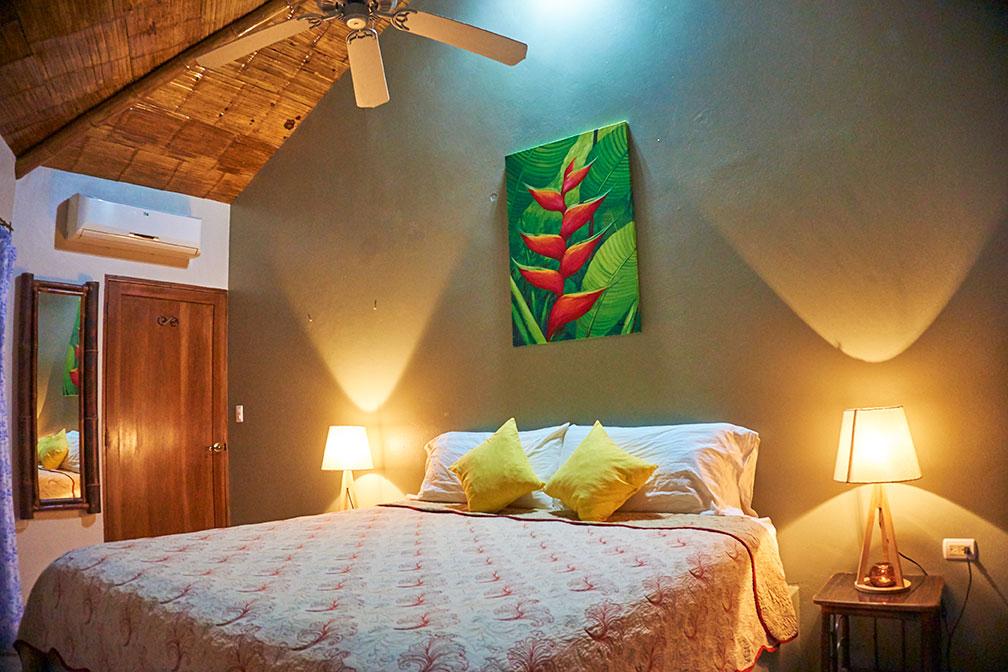 manoas-luxury-villas-casa-heliconia-master-1.jpg