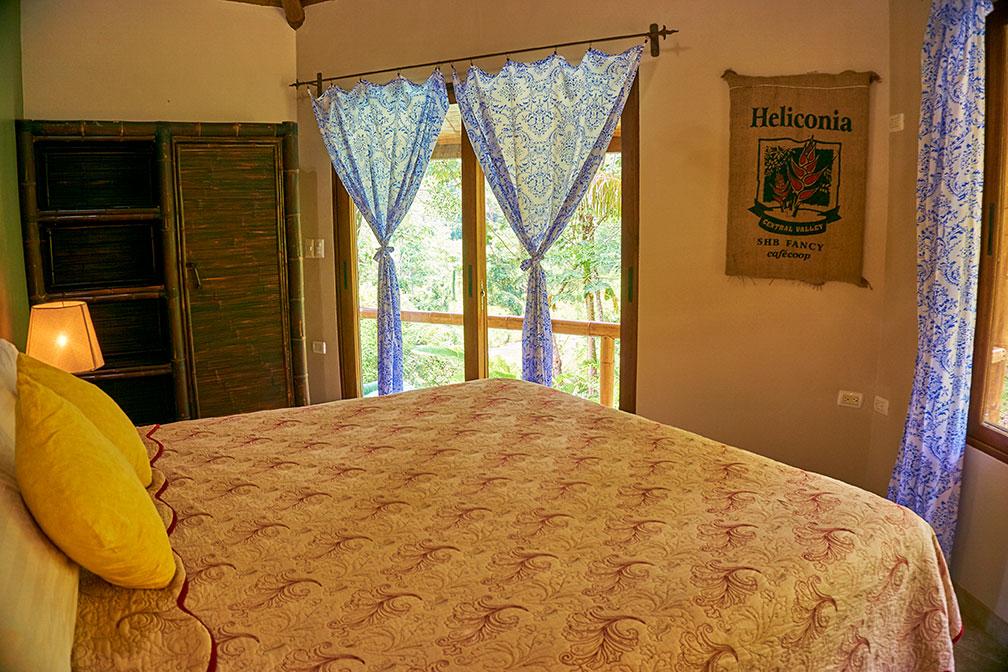 manoas-luxury-villas-casa-heliconia-master-2.jpg