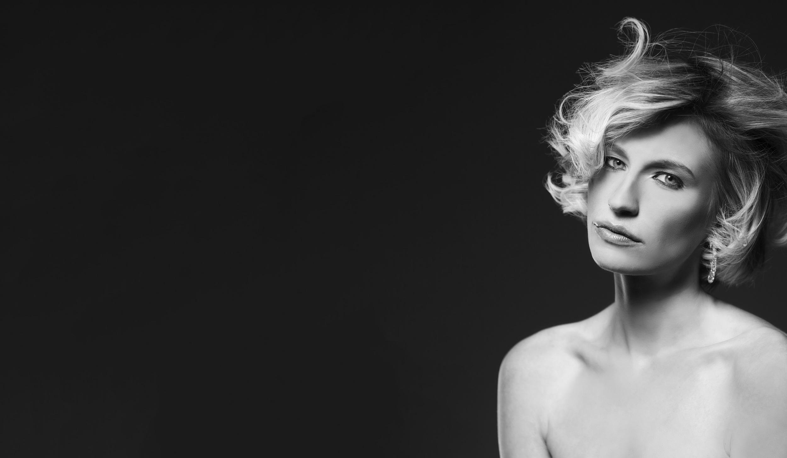 Modeaufnahmen München, Modefotograf Fotoshooting Fashionshooting, Beautyshooting, Fashionfotots und Breautyfotos in Landshut und München Gutschein für Frauen