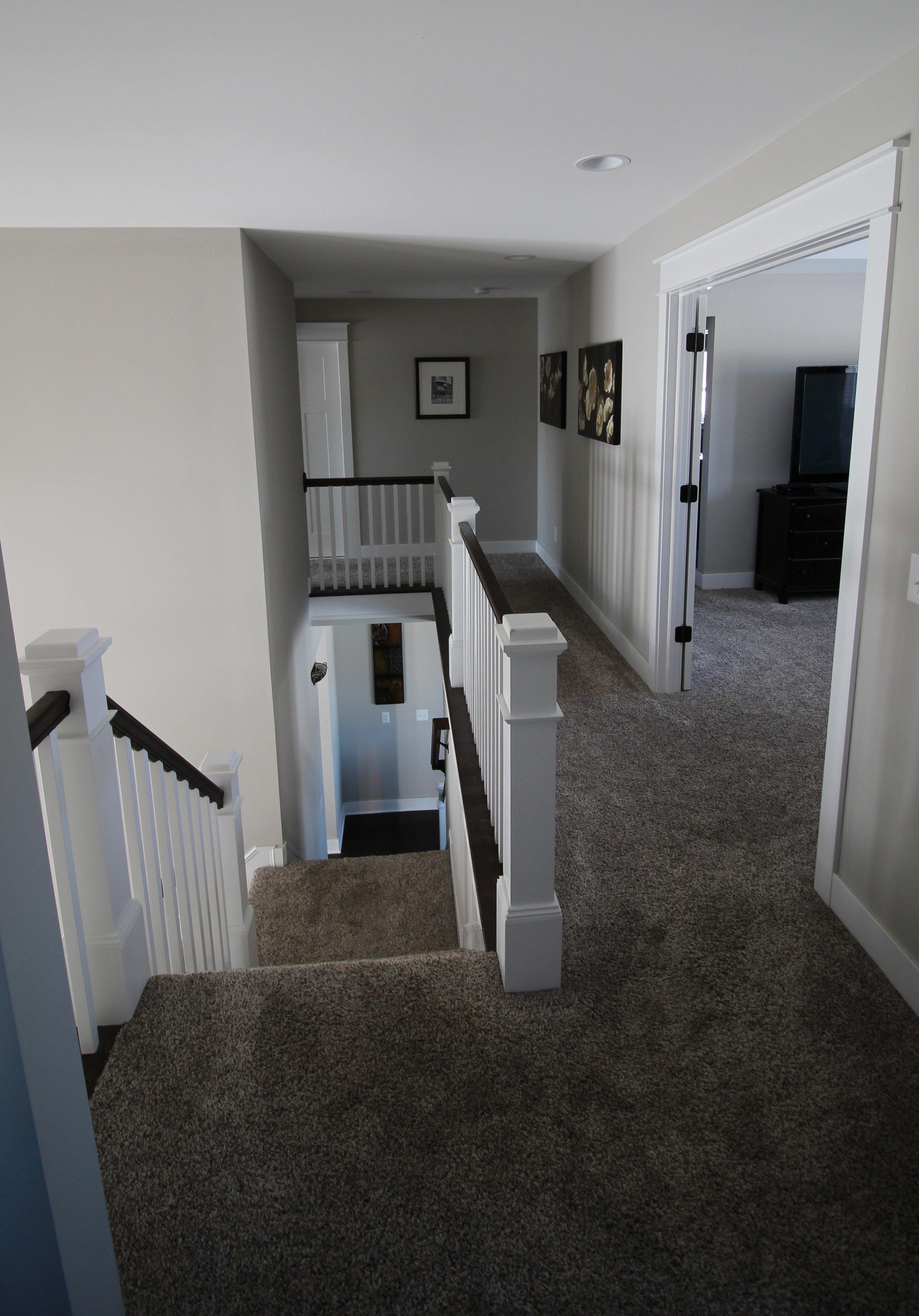 5603 Mesa_Upstairs Hall.JPG