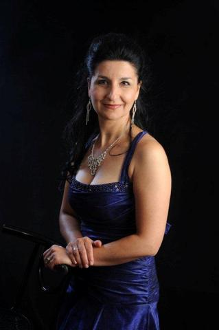 Violina_Anguelov__one_of_the_star_soloists_in_Messiah_large_1333086640.jpg