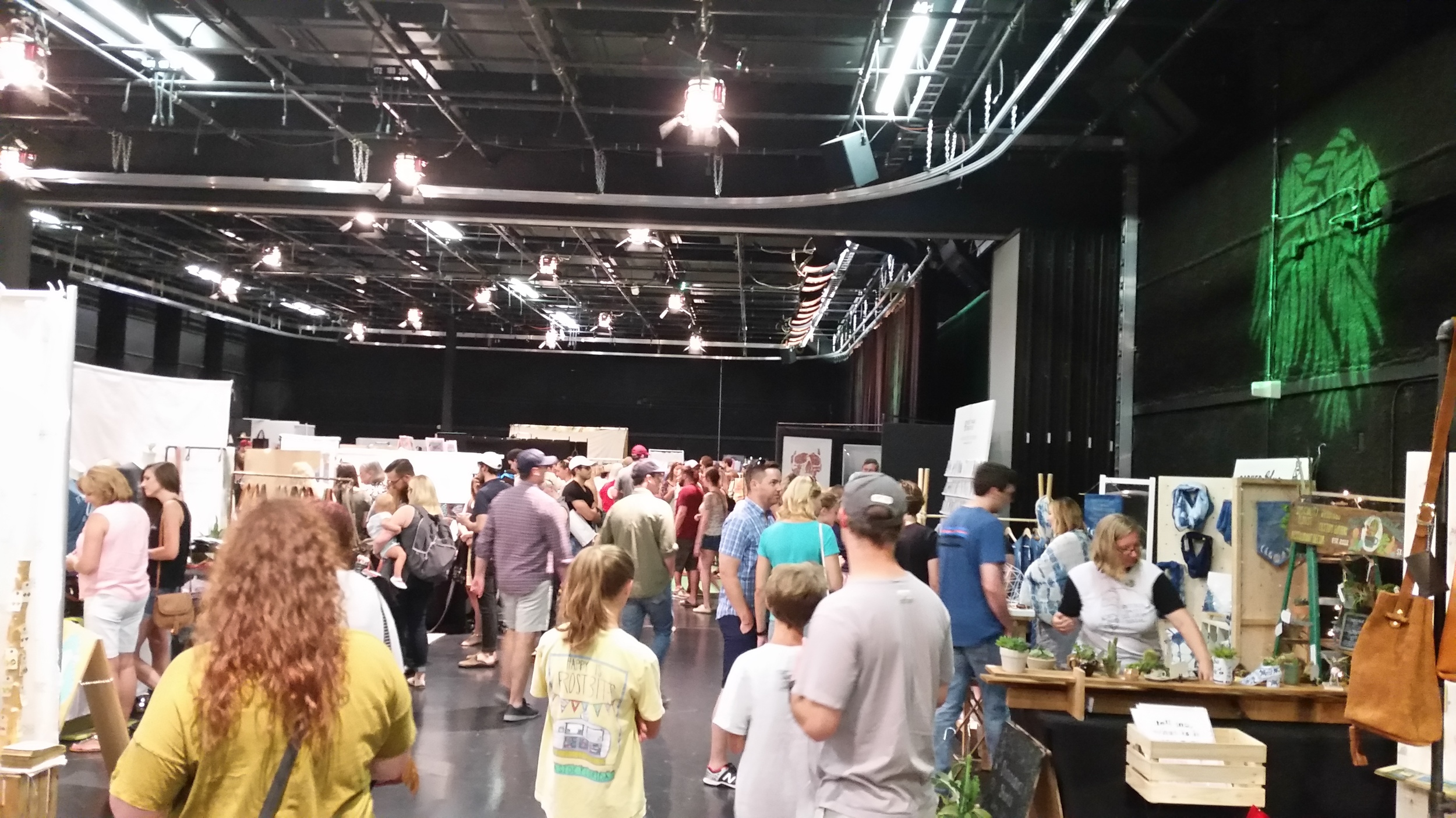 porter flea crowd.jpg