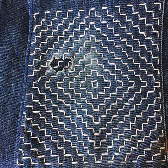 "I've been on a #visiblemending kick since the start of 2019.  Inspired by @miniaturerhino's book ""Make + Mend"" and  katrinarodabaugh's book ""Mending Matters,"" I decided to repair some well-loved jeans with #sashiko stitching. I'm almost done with them, and I'll post some pictures of the finished pants soon. But for now, here's a detail of the patch on the knee. 🧵⠀⠀⠀⠀⠀⠀⠀⠀ Since January, I've also repaired a couple of holes my dog ripped in my favorite sweater, patched the busted elbow of my husband's flannel shirt, turned four pairs of old wide-leg jeans into skinny jeans, and finished my first full-sized quilt top. Oh, and bound a bunch of books too! Whew! 🧵⠀⠀⠀⠀⠀⠀⠀⠀⠀ Not only has all this stitching helped bring some old clothes back into rotation, but it's also given me a relaxing yet productive way to spend my evenings after Lily has gone to bed. And it's given @anna_mckeown_ and I a reason to bring back our craft nights again, which I'm so grateful for! 🧵⠀⠀⠀⠀⠀⠀⠀⠀⠀ #sashikostitching #sashikodenim #sashikomending #boro #mending #slowfashion #hitomezashi #hitomezashisashiko #embroidery #makethriftmend #mendingmatters #makeandmendbook #workinprogress #handmade #handmadeinnashville #fiberarts #carveouttimeforart #creativelifehappylife #creativeprocess #artistmeetsmother  #mothermaker #livecolorfully #wearethemakers #creativehappylife"