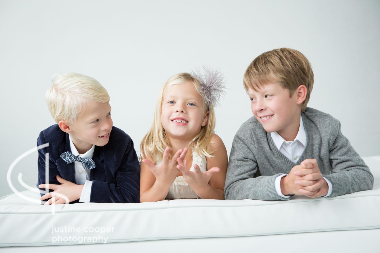 studio photo siblings