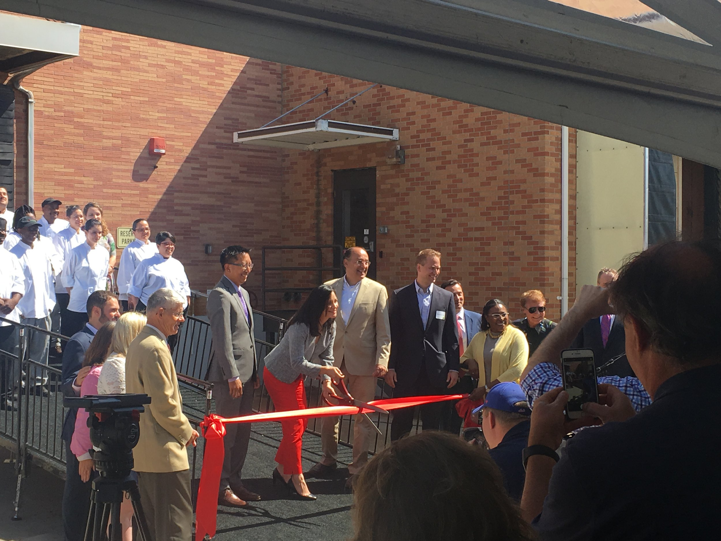 Foodlink Executive Director, Julia Tedesco cutting the ribbon!