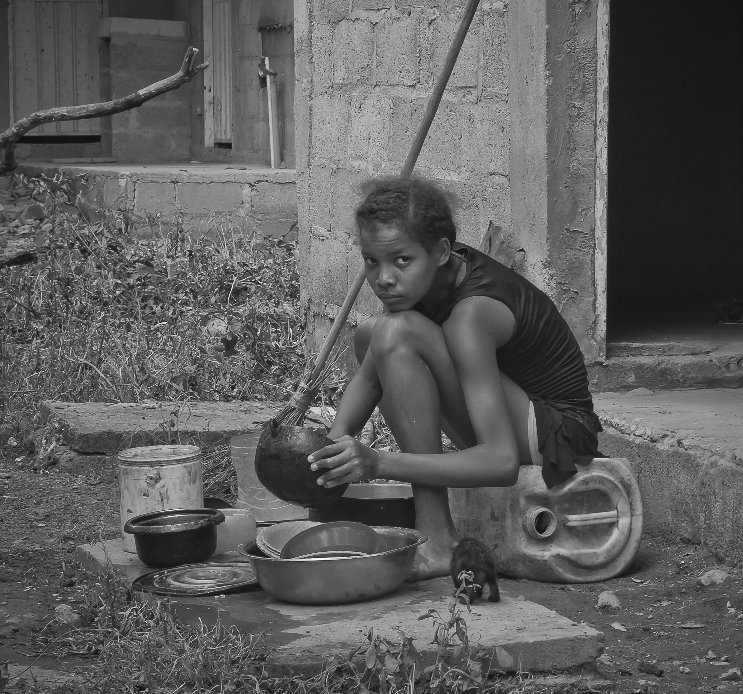 In this scene, I was impressed by how the transition to a reinvigorated peaceful environment influences the town life. This young girl adapted her kitchen outside of her house. She improvised a dish-washer with rustic tools, It seems she is washing her sadness while she is forgotten the violence.