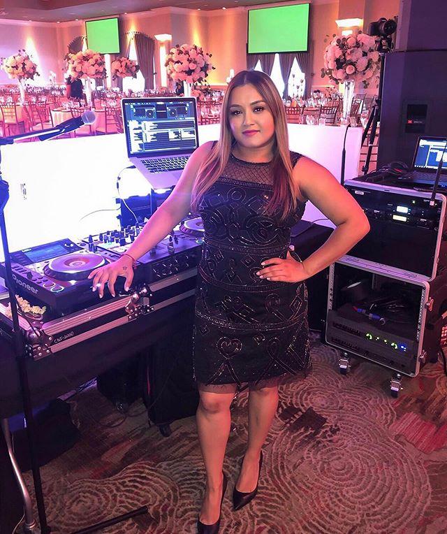 Match my hustle.....better yet, BEAT my hustle and inspire me to elevate mine! ____________________ #dj #djlife #djshilpa #femaledj #bossbabe #bosslady #strongwomen #powerfulwomen #mondaymotivation #inspire #matchmyhustle